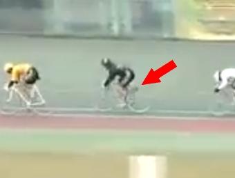 競輪でサドルが落下の珍事